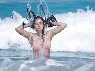 Hot chicks bikini video Hot chick indian