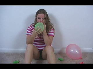 Bbw balloons - Bbw krtisty plays with balloons