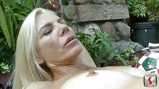 blond soccermilf pick up for outdoor sex