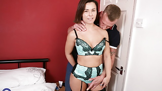 UK mom Jamie Ray gets rough sex from strong step son