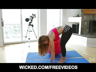 Flexible stripper Flexible latina does her yoga routine to tease her man
