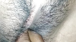 Put a 2 finger in my gf pussy