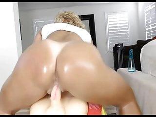 Squealer dildo fuck Big booty blonde with dildo fuck