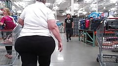 Amazing 3D wide ass on this Granny