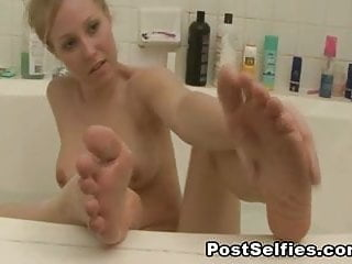 Videos of sexy milf bodies Sexy milf shows her naked body in the bathtub
