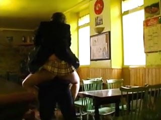 Bar bottom soggy Amandina etudiante partouzee dans un bar
