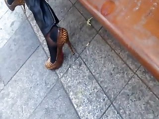 Candid shoe fetish - Nice soles candid feet nice shoes