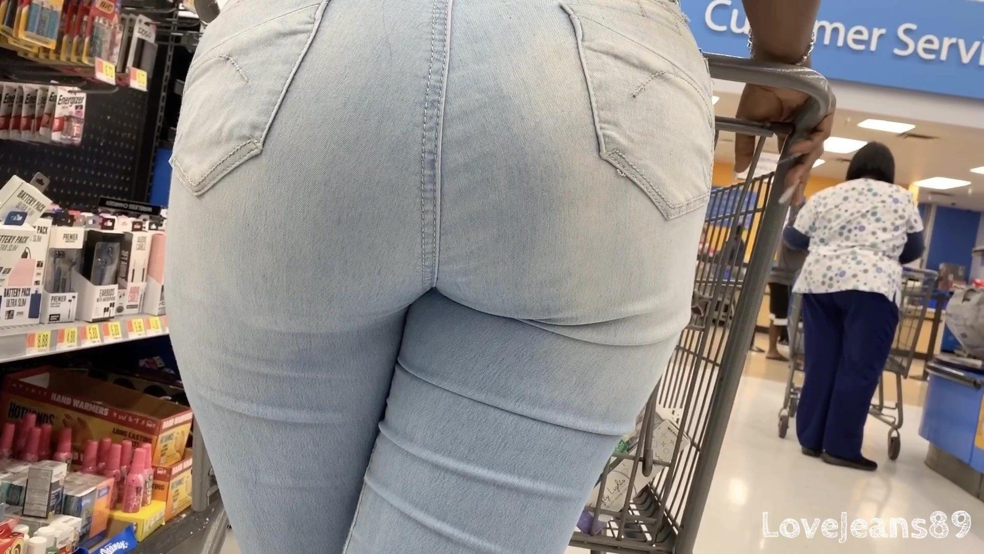 Is kim kardashian's butt getting more ridiculous
