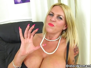 Free milf clips english british English milf shannon will please you with her huge boobs