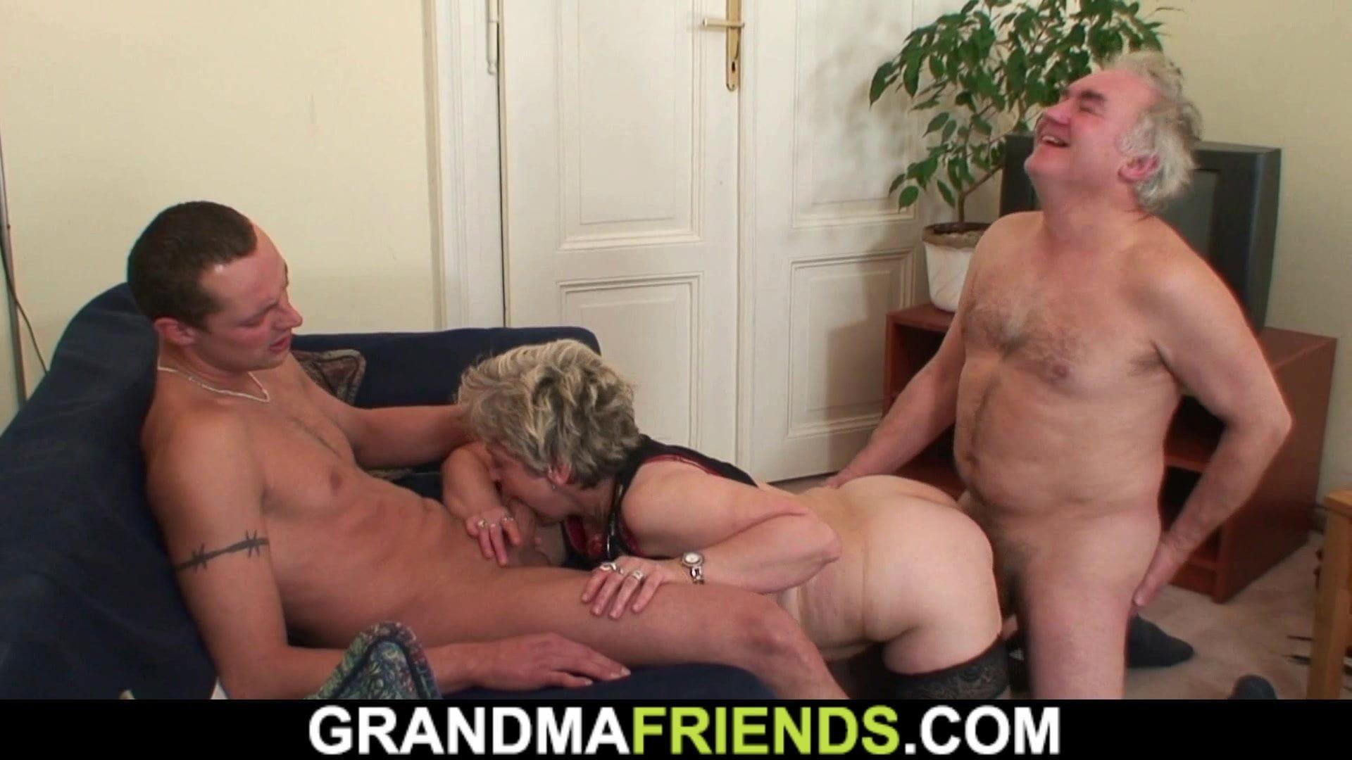 Порно старый муж трахает старую жену