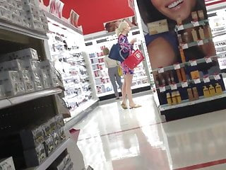 Mtv targets teens - Candid gorgeous blonde in target
