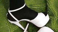 peiing heels
