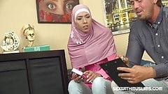 Fluechtlingsfrau fickt fuer Mietzahlung