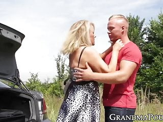 Trunks xxx - Naughty granny fucked in the trunk during nature road trip