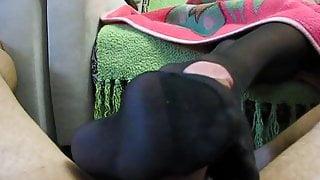 BLACK PANTYHOSE FOOTJOB 2