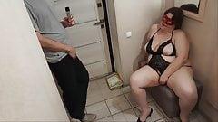 Slut housewife seduces delivery boy