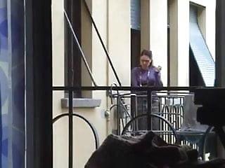 Pornstar dals - La vicina mi spia dal balcone