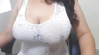 Desi Bhabhi shows her big boobs live
