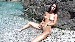 Am Strand an der Fotze rumgespielt