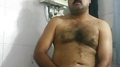 Indiano bigodudo sacudo