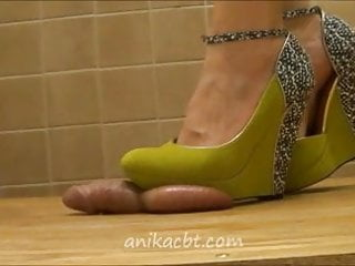 Manhood for amateurs - Green funky wedges crush your manhood