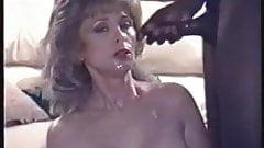 上品な熟女痴女妻は男のチンポをしゃぶるのが大好き