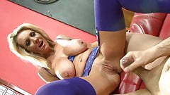 Busty milf in a lingerie have her first squirt
