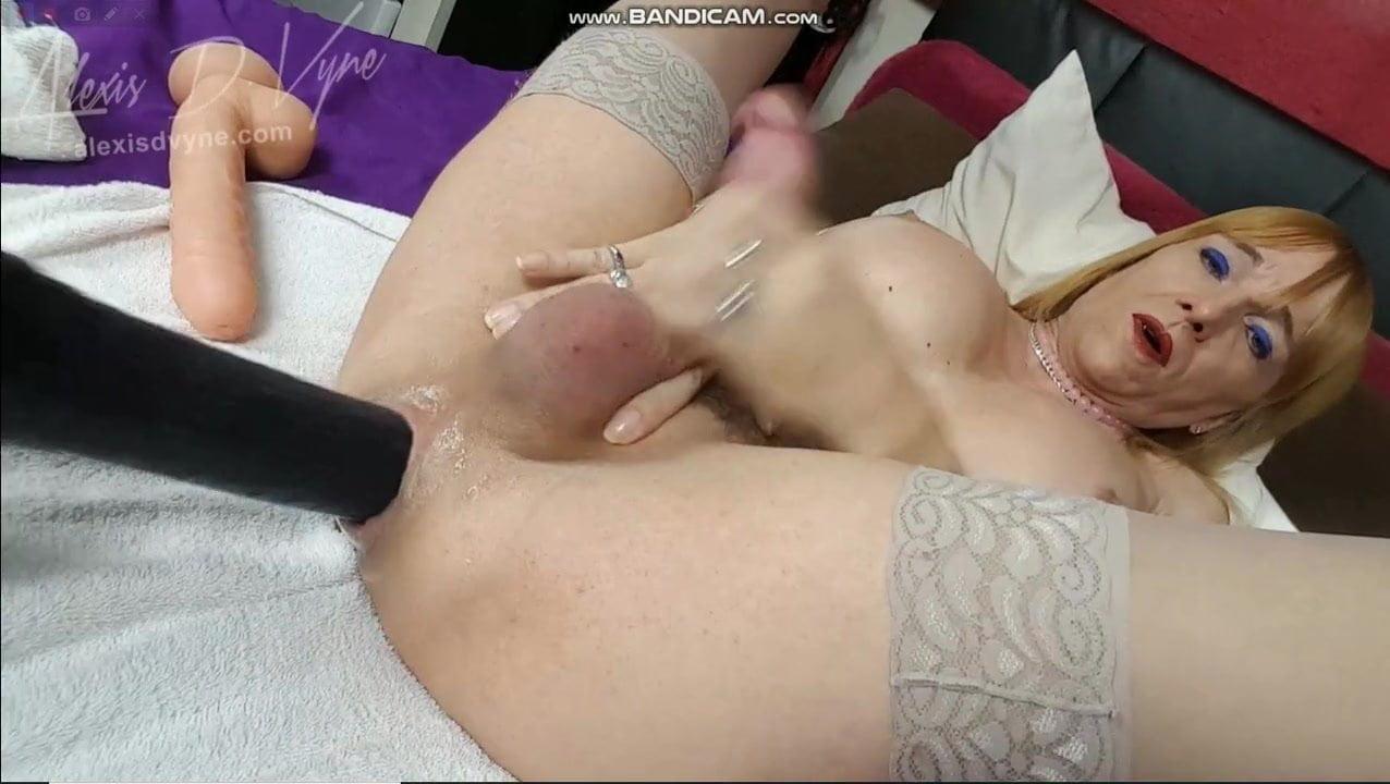 Amateur Takes Huge Dick