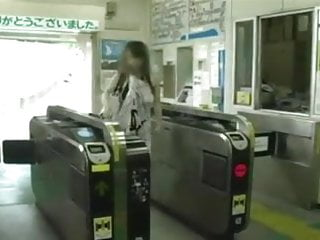 Amateur exhibitionists flashing in public - Japanese girl exhibitionist