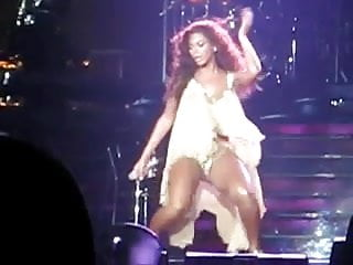 Beyonce a tranny - Beyonce working her pussy