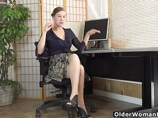 Hairy nylon milf American milf valentine cant control her hairy pussy