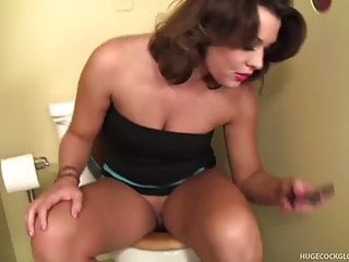 Dick chin - Ashley a load on her chin in gloryhole blowjob