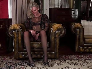 In latina mature pussy stocking - Hairy mature pussy