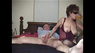 Amateur mature woman fucks and sucks