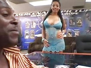 Gorillas breast Havana takes 2 gorilla bbc in all holes