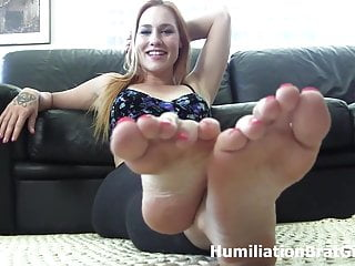 Mature xxx jolene sucking - Lick and suck on jolenes feet