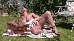 Ashleigh Embers - English Cuntry Garden