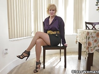 What most arousing porn American gilf sindee dix will show you what she likes most