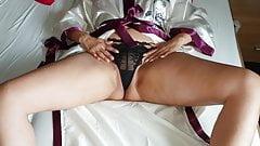 Alysha Stretching & Fingering her wet Pussy to orgasm