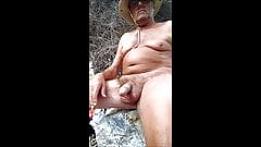 Volverse traviesa una playa nudista