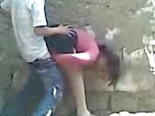 Video de gay follando Jovencita follando de a perrito pero en dos patas