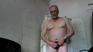 nackt im Zimmer