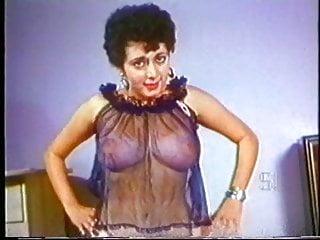 Velma lesbo - Velma vintage tease