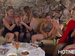 Tommy anders and dustin revees sex - Hausfrauen unter sich. tupperparty mal anders