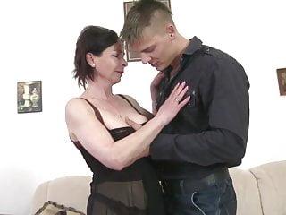 Kinky mature ass Young motherfucker fucks kinky mature mother