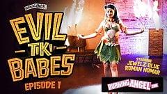 La camarera de Burningangel, Jewelz Blu, ofrece una actuación tiki