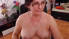 Sexy Granny Using Dildo On Webcam