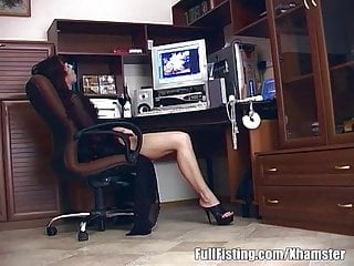 Wacth free porn video - Brunette in lingerie wacthing porn gets pussy fisted