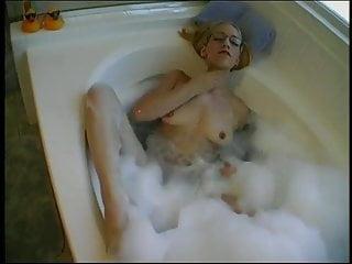 Naked amber lee - 4eyed anal cheerleader amber lee