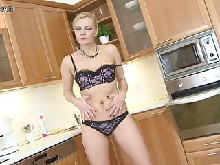 Favoritism sex Sexy mature mama plays with her favorite toys